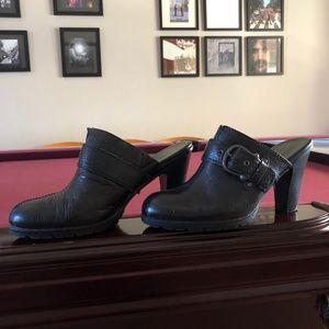 BOC Born Concept Black Leather Clogs Size 10